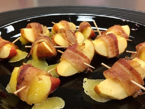 Apple Bacon Poppers