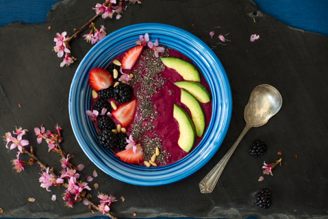 Smoothie Bowl with Beets, Avocado and Berries