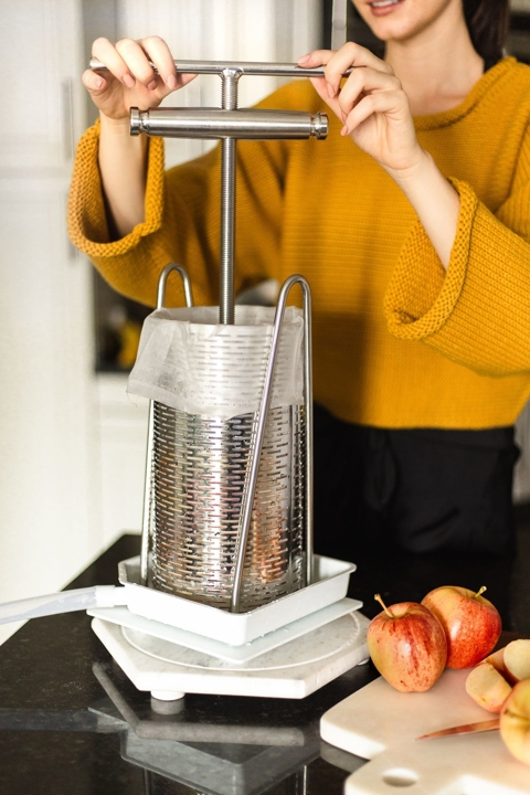 Pressing apples with Tabletop Fruit Press