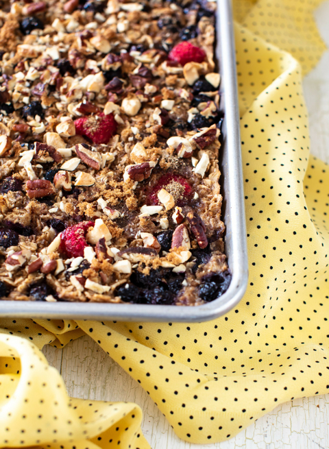 Baked Oats with Flax Seeds, Pecans & Berries
