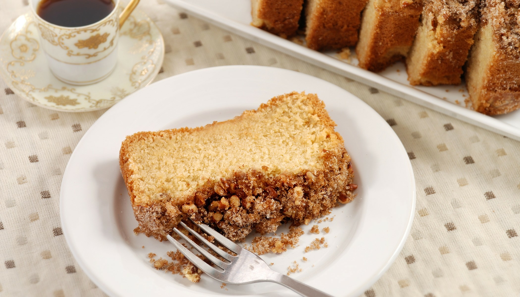 Cinnamon Pecan Sour Cream Coffee Cake