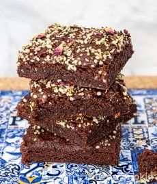 Teff brownies with hemp seeds and dry rose pedals