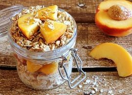 Overnight oats with peaches and granola